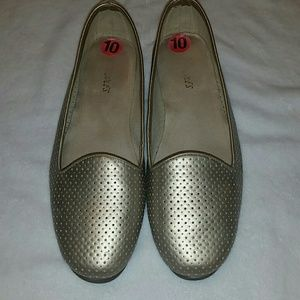 Aerosoles Betterhalf Gold Flats Sz 10M